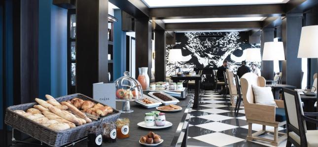 Da rosa au Chess Hotel Paris pour un snacking chic
