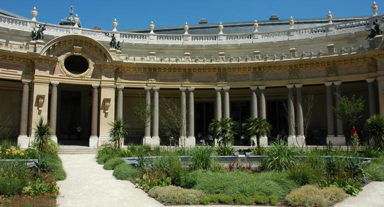 The Petit Palais: a glittering jewel just five minutes from your hotel