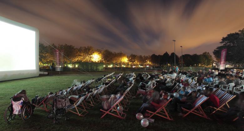 Outdoor cinema: Silence on tour in Paris!