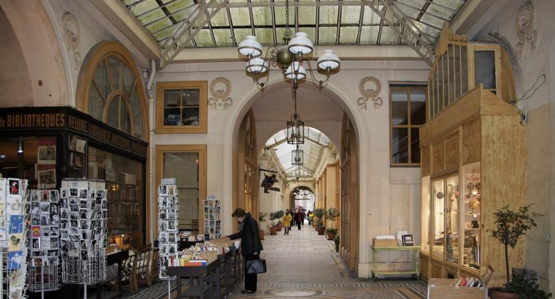 Discover our covered Parisian passages