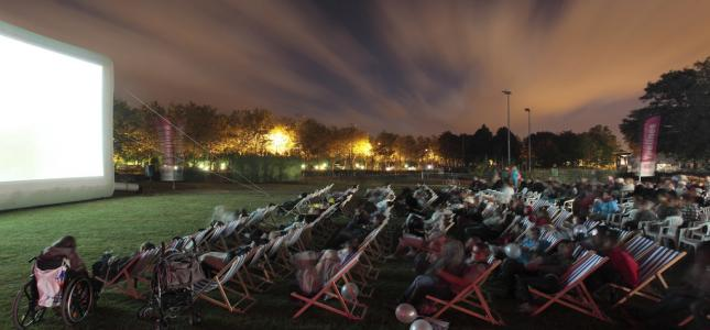 Outdoor cinema: Silence on tour in Paris!