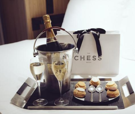 The Chess Hotel Paris - Gallery - room service